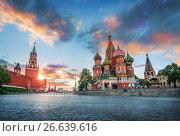 Купить «Москва. Параллельно облакам. St. Basil's Cathedral and the Spasskaya Tower», фото № 26639616, снято 26 мая 2017 г. (c) Baturina Yuliya / Фотобанк Лори