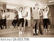Positive people dancing Latino dance. Стоковое фото, фотограф Яков Филимонов / Фотобанк Лори