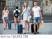 Купить «Laughing couple in shorts with luggage», фото № 26653728, снято 22 июня 2017 г. (c) Яков Филимонов / Фотобанк Лори