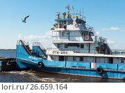 Купить «Буксир-толкач с баржей на Волге», эксклюзивное фото № 26659164, снято 12 июля 2017 г. (c) Александр Щепин / Фотобанк Лори