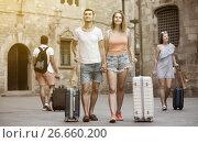 Купить «Active man and woman in shorts with luggage», фото № 26660200, снято 22 июня 2017 г. (c) Яков Филимонов / Фотобанк Лори