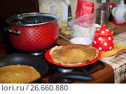 Купить «Russian pancakes on Carnival», фото № 26660880, снято 5 марта 2016 г. (c) Дарья Филимонова / Фотобанк Лори