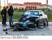 Купить «Accident with the cyan bike and car», фото № 26669556, снято 10 июля 2017 г. (c) Art Konovalov / Фотобанк Лори