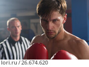 Купить «Referee looking at young male boxer», фото № 26674620, снято 22 января 2017 г. (c) Wavebreak Media / Фотобанк Лори