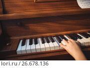 Купить «Cropped hand of girl practicing piano», фото № 26678136, снято 11 марта 2017 г. (c) Wavebreak Media / Фотобанк Лори