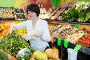 Adult female taking vegetables, фото № 26679596, снято 10 марта 2017 г. (c) Яков Филимонов / Фотобанк Лори