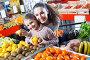 Ordinary family customers buying ripe fruits, фото № 26695560, снято 25 июля 2017 г. (c) Яков Филимонов / Фотобанк Лори