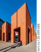 Frankfurt am Main, Hessen, Backsteinskulptur von Per Kirkeby 1996 - Deutsche Nationalbibliothek. Стоковое фото, фотограф Jochen Keute / age Fotostock / Фотобанк Лори