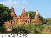 Купить «Солнечный день у древнего буддистского храма Tha Kya Pone. Баган, Бирма», фото № 26712940, снято 24 декабря 2016 г. (c) Виктор Карасев / Фотобанк Лори
