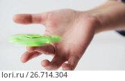 hand playing with spinning fidget spinner. Стоковое видео, видеограф Syda Productions / Фотобанк Лори
