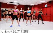 Купить «Young happy women performing modern dance in fitness studio», видеоролик № 26717288, снято 26 июня 2017 г. (c) Яков Филимонов / Фотобанк Лори