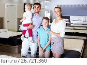 Купить «Family posing together in furnishings store», фото № 26721360, снято 26 июня 2017 г. (c) Яков Филимонов / Фотобанк Лори