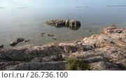 Купить «Вид на береговую линию финского города Ханко ранним летним утром», видеоролик № 26736100, снято 10 июня 2017 г. (c) Виктор Карасев / Фотобанк Лори