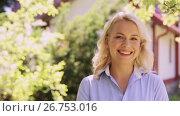 Купить «portrait of happy smiling woman at summer garden», видеоролик № 26753016, снято 17 июля 2017 г. (c) Syda Productions / Фотобанк Лори