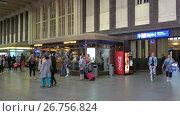 Купить «Главный зал центрального железнодорожного вокзала города Хельсинки, Финляндия», видеоролик № 26756824, снято 11 июня 2017 г. (c) Виктор Карасев / Фотобанк Лори