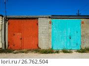 Купить «Brick garages with metal gates of garage cooperative», фото № 26762504, снято 14 августа 2017 г. (c) Володина Ольга / Фотобанк Лори