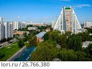 Купить «Москва, Академический район, жилые дома разных поколений», фото № 26766380, снято 7 августа 2017 г. (c) glokaya_kuzdra / Фотобанк Лори