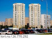 Купить «Москва, улица Ключевая, современные многоэтажные жилые дома», фото № 26770292, снято 8 августа 2017 г. (c) glokaya_kuzdra / Фотобанк Лори