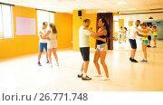 Smiling adults dancing bachata together in dance studio. Стоковое видео, видеограф Яков Филимонов / Фотобанк Лори
