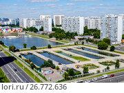 Купить «Москва, Братеевский пруд», фото № 26772636, снято 11 августа 2017 г. (c) glokaya_kuzdra / Фотобанк Лори