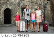Купить «Traveling family walking along city», фото № 26784968, снято 24 июля 2017 г. (c) Яков Филимонов / Фотобанк Лори