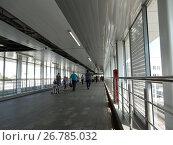 Купить «Пешеходный мост на станции «Владыкино» Московского центрального кольца (МЦК)», эксклюзивное фото № 26785032, снято 19 августа 2017 г. (c) lana1501 / Фотобанк Лори