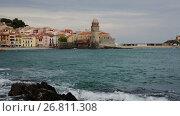 Купить «View of coastal village Collioure at south of France at spring day», видеоролик № 26811308, снято 15 мая 2017 г. (c) Яков Филимонов / Фотобанк Лори