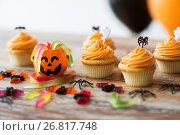 Купить «halloween party cupcakes or muffins on table», фото № 26817748, снято 6 июля 2017 г. (c) Syda Productions / Фотобанк Лори