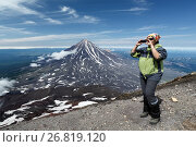 Купить «Девушка фотографирует на мобильный телефон на вершине Авачинского вулкана», фото № 26819120, снято 17 июля 2018 г. (c) А. А. Пирагис / Фотобанк Лори
