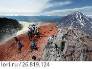Купить «Туристическая группа на вершине Авачинского вулкана», фото № 26819124, снято 23 января 2019 г. (c) А. А. Пирагис / Фотобанк Лори