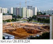 Купить «Москва, Академический район, строительство жилых домов по программе реновации жилого фонда», фото № 26819224, снято 13 августа 2017 г. (c) glokaya_kuzdra / Фотобанк Лори