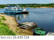 Купить «Калужская область, город Таруса, причал для прогулочных катеров на Оке», фото № 26839724, снято 25 июля 2016 г. (c) glokaya_kuzdra / Фотобанк Лори