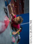 Купить «Determined teenage girl practicing rock climbing», фото № 26855744, снято 10 мая 2017 г. (c) Wavebreak Media / Фотобанк Лори