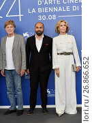 Director Ritesh Batra with Jane Fonda and Robert Redford during the photocall of the film Our Souls at Night. 74th Venice Film Festival. Venice. Italy 01/09/2017. Редакционное фото, фотограф Maria Laura Antonelli / AGF/Maria Laura Antonelli / age Fotostock / Фотобанк Лори