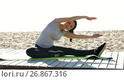 Smiling girl doing workout on beach in sunny morning. Стоковое видео, видеограф Яков Филимонов / Фотобанк Лори