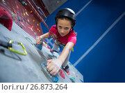 Купить «Teenage girl practicing rock climbing», фото № 26873264, снято 10 мая 2017 г. (c) Wavebreak Media / Фотобанк Лори