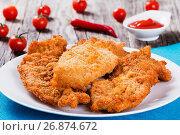 Купить «Bread Crumb Coated Fried Chicken breast on a white dish», фото № 26874672, снято 18 января 2019 г. (c) Oksana Zh / Фотобанк Лори