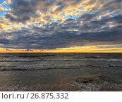 Купить «Красивый закат на Финском заливе», фото № 26875332, снято 1 сентября 2017 г. (c) Кекяляйнен Андрей / Фотобанк Лори