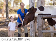 Купить «Portrait of smiling sister with horse», фото № 26881876, снято 3 мая 2017 г. (c) Wavebreak Media / Фотобанк Лори