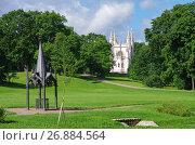 Купить «Готический колодец. Парк Александрия в Петергофе, Россия», фото № 26884564, снято 8 августа 2017 г. (c) Natalya Sidorova / Фотобанк Лори