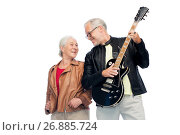 Купить «happy senior couple with electric guitar», фото № 26885724, снято 16 июля 2017 г. (c) Syda Productions / Фотобанк Лори