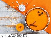 delicious bright orange homemade pumpkin pie, top view. Стоковое фото, фотограф Oksana Zh / Фотобанк Лори