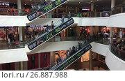 Купить «Подъем на эскалаторе в торговом центре Галерея. Санкт-Петербург», видеоролик № 26887988, снято 5 сентября 2017 г. (c) Кекяляйнен Андрей / Фотобанк Лори