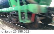 Купить «Железнодорожные вагоны с цистернами, крупный план колес», видеоролик № 26888032, снято 5 сентября 2017 г. (c) Кекяляйнен Андрей / Фотобанк Лори