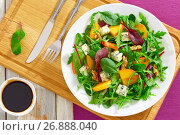 Купить «persimmon salad with lettuce leaves, blue cheese and walnuts», фото № 26888040, снято 16 июля 2018 г. (c) Oksana Zh / Фотобанк Лори