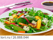 Купить «salad with persimmon slices, mix of lettuce leaves, blue cheese», фото № 26888044, снято 14 декабря 2017 г. (c) Oksana Zhupanova / Фотобанк Лори