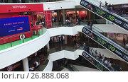 Купить «Интерьер торгового комплекса Галерея. Эскалаторы в главном холле. Санкт-Петербург», видеоролик № 26888068, снято 5 сентября 2017 г. (c) Кекяляйнен Андрей / Фотобанк Лори