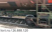 Купить «Колеса железнодорожных вагонов с цистернами», видеоролик № 26888120, снято 5 сентября 2017 г. (c) Кекяляйнен Андрей / Фотобанк Лори