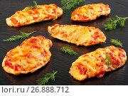 Купить «grilled Chicken breasts on black slate tray», фото № 26888712, снято 10 июля 2020 г. (c) Oksana Zh / Фотобанк Лори