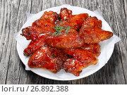 Купить «close-up of crispy roasted chicken wings», фото № 26892388, снято 29 сентября 2018 г. (c) Oksana Zh / Фотобанк Лори